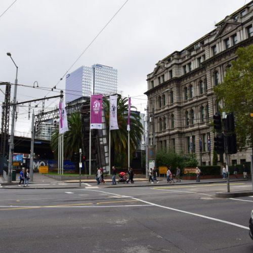 Grand Hotel Melbourne mit Aufgestellter Tram